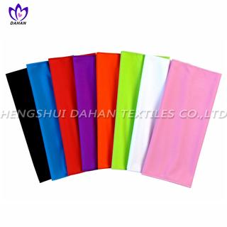 MC93 Plain coloured microfiber cooling towel.